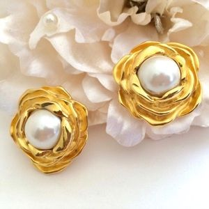 GIVENCHY Runway Couture Flower Pearl Earrings RARE